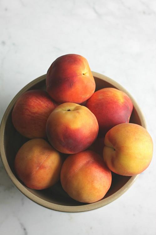 Peaches in a Bowl