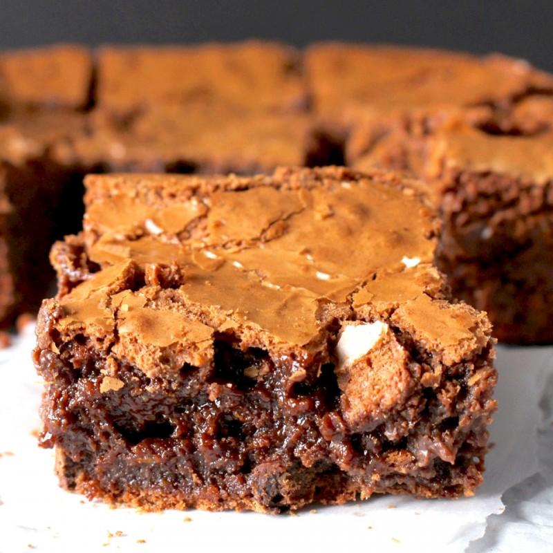 Moist Crackly Top Brownies - Golden Barrel